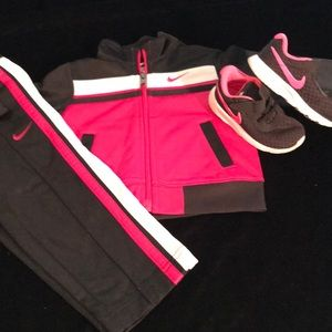 Two piece pink/black Nike jogger set/ with shoes